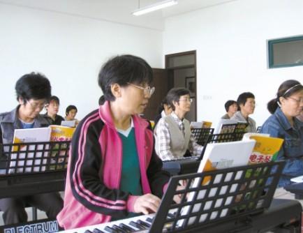 电子琴在老年音乐教学中的优势图片