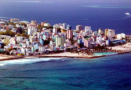 马尔代夫的飞机场建在隔邻的富尔瑞岛上