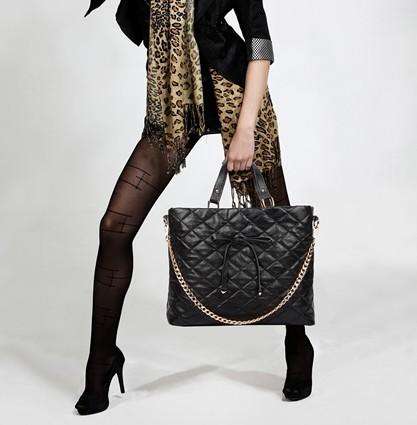 鞋子与服装的搭配_中老年女性鞋包与服装搭配的三大要素 - 中老年人新款女包男包 ...