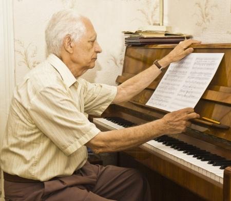 老年人学习弹钢琴需要注意的三点